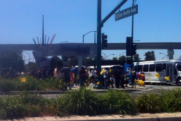 Anaheim - protesters at Disneyland gate