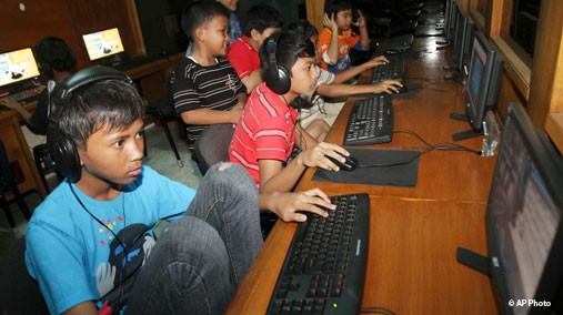 Indonesian kids on Internet