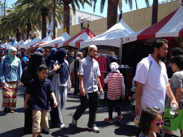 Eid fest - crowds strolling