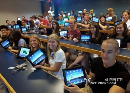 students with their e-readers
