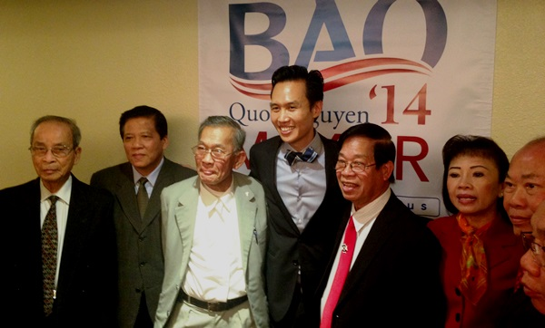Bao with Viet community members